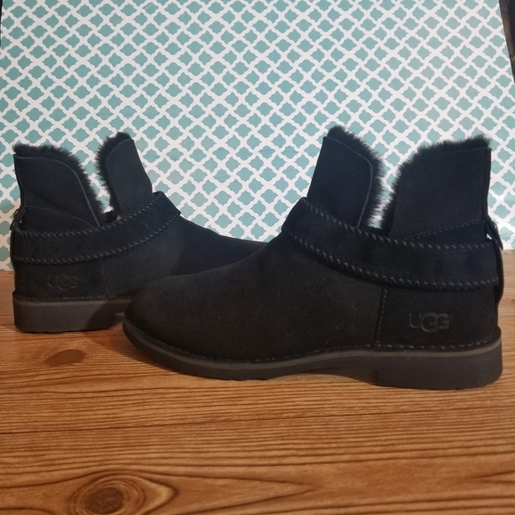 New UGG McKay boots size 11
